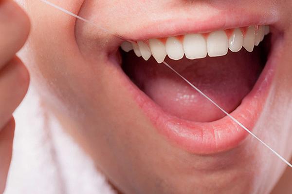 Kết quả hình ảnh cho Nếu con bạn ngần ngại bỏ đầu ngón tay cái răng sứ