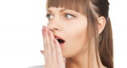 Bọc răng sứ gây hôi miệng? Thực hư vấn đề này là thế nào?